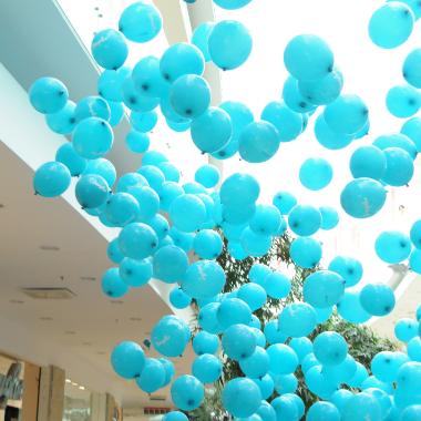 mėlyni balionai šeimos šventei