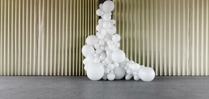 balti balionai dekoracija