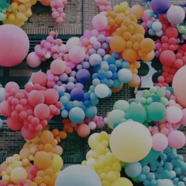 spalvoti balionai
