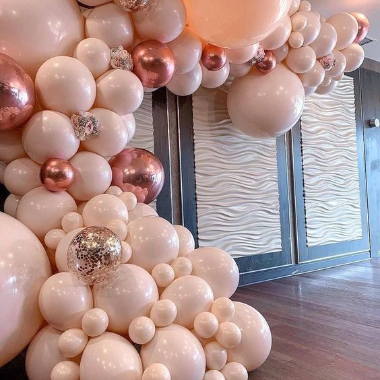 rožiniai balionai dekoracija